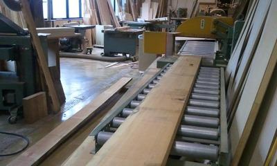3.機械室で板材を切る、削る