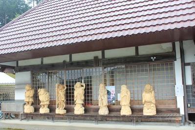 2-お出迎えの七福神の像