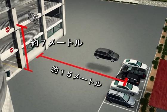 立体駐車場から転落した自動車