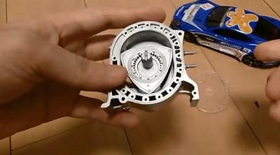 ロータリーエンジンの模型を組み立てる
