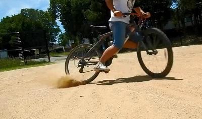 自転車でドリフト