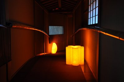 太鼓廊下での提灯