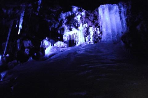 鳴沢氷穴の内部