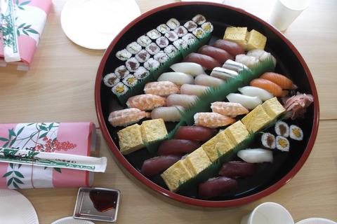 直会の握り寿司