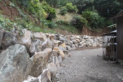 裏庭巨石完成1