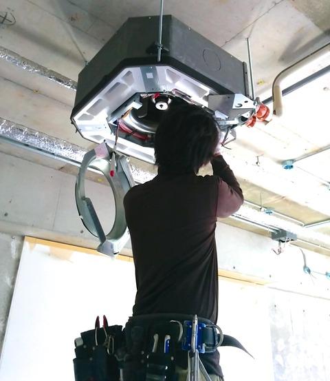 業務用エアコンと発泡スチロール