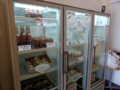 2017052112チーズ工場のマンドリアーノにてショップの冷蔵庫