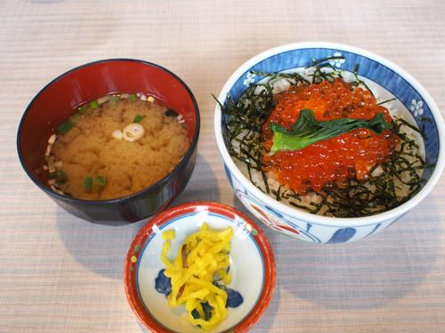 2017120905朝市食堂二番館のイクラ丼