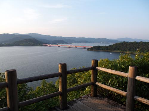 2018090111展望台から浜名湖と浜名湖橋方面の眺め