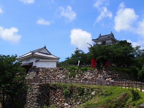 2018090803浜松城天守閣と天守門方面の眺め