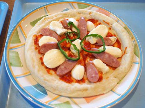 07十勝千年の森でチーズ作り体験で完成のピザ