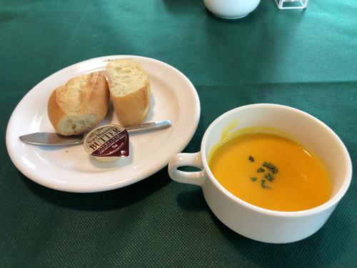 06Table De RivageのリバージュランチAのパンとスープ