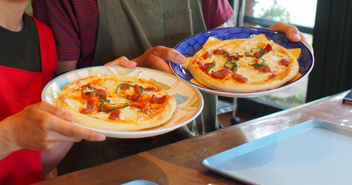 08十勝千年の森でチーズ作り体験で完成のピザ
