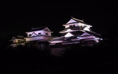 2017081606松山城ライトアップ大天守、小天守