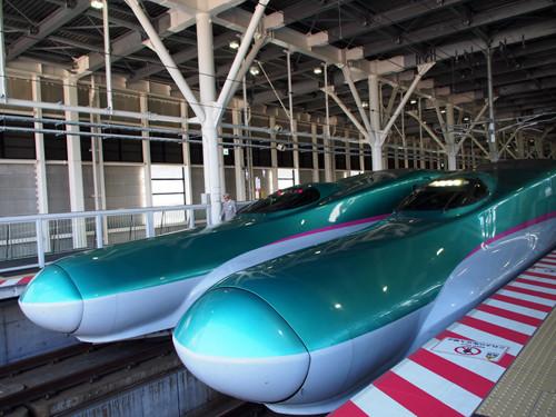 2017113011新函館北斗駅のはやぶさの先頭車両