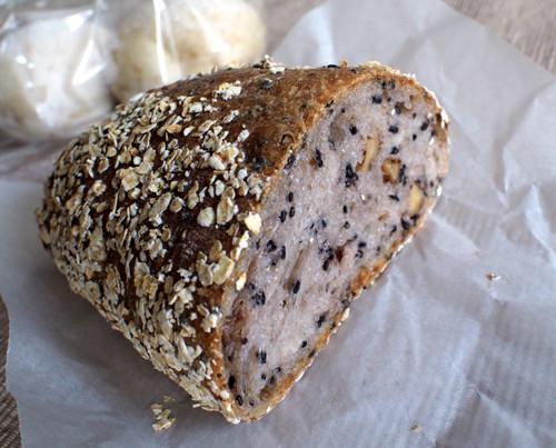 2017051504ゴマクルミオーツ麦パン