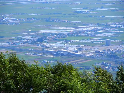 2017113004きじひき高原の展望台から新函館北斗駅方面の眺め
