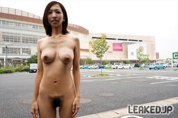 イオンモール店舗内外での野外露出画像 (37)