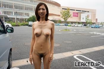 イオンモール店舗内外での野外露出画像 (36)