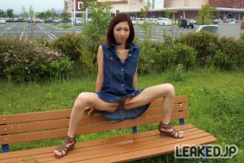イオンモール店舗内外での野外露出画像 (34)