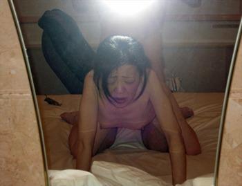 鏡を使って撮られた素人カップルたちの流出・投稿エロ画像 (27)