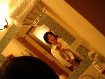 鏡を使って撮られた素人カップルたちの流出・投稿エロ画像 (17)
