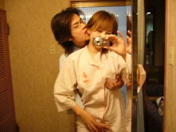 鏡を使って撮られた素人カップルたちの流出・投稿エロ画像 (9)
