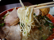 マー油とんこつらーめん 麺アップ.png