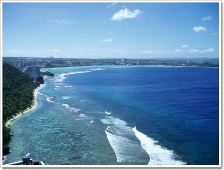 恋人岬展望台からタモン湾を望む2