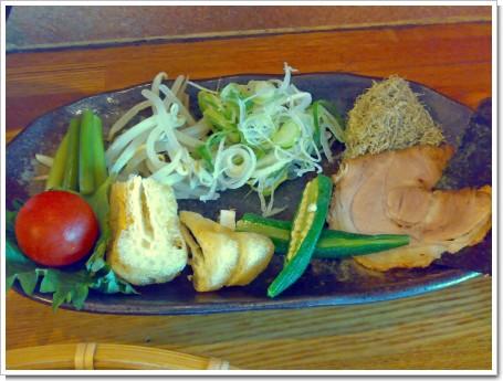 極盛臺黒麺・特魚のトッピング