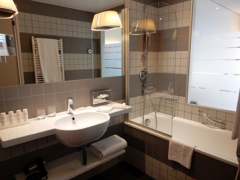 Raddison_Blu_Hotel_ZH_bathroom1