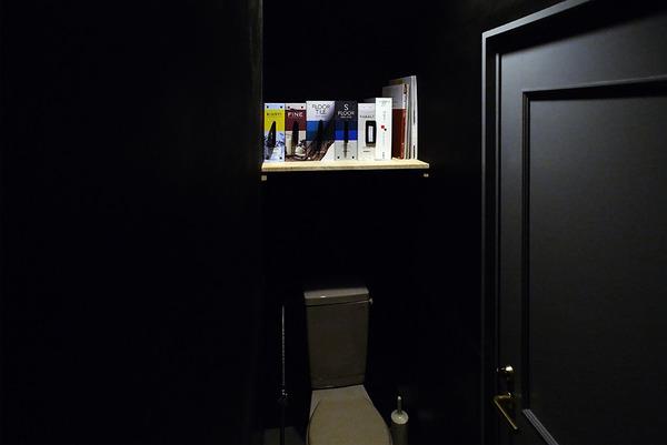 [オフィスの紹介]トイレ内 収納棚