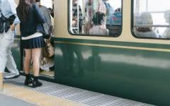 電車内で女子大生に「男女逆なら痴漢だぞ!」記者の言い分は