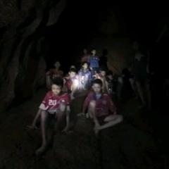タイ・チェンライの洞窟で行方不明だった13人が9日ぶりに無事救助