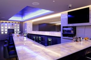 United-Polaris-Lounge-Chicago-4-300x200