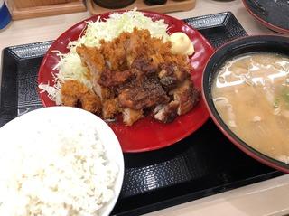 黒胡椒から揚げチキンカツ合い盛り定食