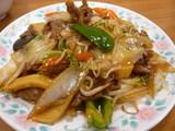 上牛肉と野菜の炒め
