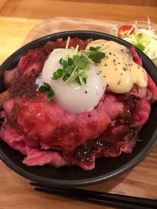 ローストビーフ丼肉大盛
