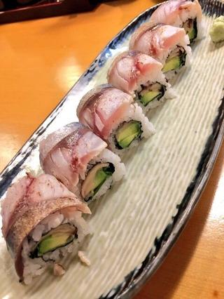 炙り〆さばのロール寿司