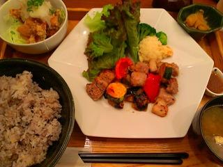 塩麹漬け四元豚の辛味噌炒め定食