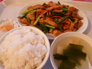 鶏肉とにんにくの芽炒め定食