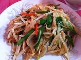 黒胡椒と玉葱と鶏肉の細切り炒め