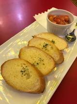 ガーリックトースト〜トマトのマリネ添え〜