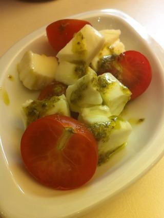 モッツァレラとプチトマトのサラダ