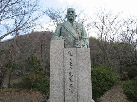 望月圭介の銅像