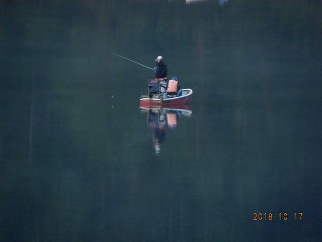 181018-2本湖昨日(17日)の写真です