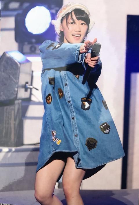 b8b16b8f-s 【画像】モーニング娘。'17の私服風衣装がひどいwwww