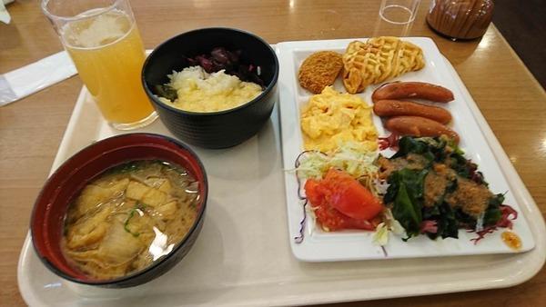 【朗報】ワイ、バイキングで豪勢な朝ごはんを食べご満悦www(※画像あり)