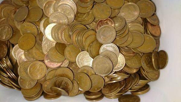 貯まりにに貯まった十円玉数えてみたら合計金額がwww(※画像あり)