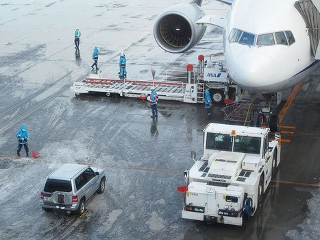 飛行機に荷物積む仕事してたけど質問ある?